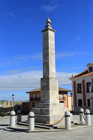 "Castile and León Day - Monolith ""The Obelisk"", erected in 1889 in memory of María Pacheco, Juan López de Padilla, Juan Bravo and Francisco Maldonado"