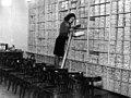 03-01-1948 04155 Verkoopster in schoenenwinkel (5786243120).jpg
