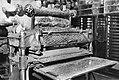 10x15 Veekoekenvormmachine (P.H. Kaars Sijpesteijn te Krommenie, oliefabriek de…, Bestanddeelnr 256-0590.jpg