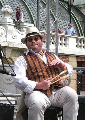 Spoon (musical instrument) - Image: 16er Buam, Klaus P. Steurer with his wooden spoons 20090426 191