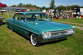 1961 Oldsmobile Ninety Eight (28833117526).jpg