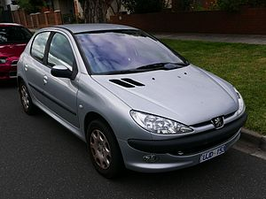 2004 Peugeot 206 (T1 MY04) XT 5-door hatchback (2015-05-29) 01.jpg