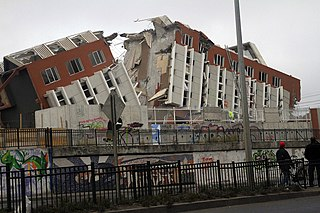 Building damaged in 2010 Chilean earthquake