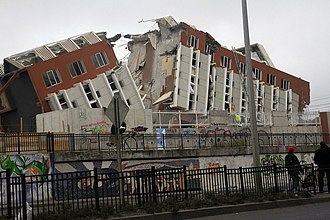 2010 in Chile - A building in Concepción collapses after the earthquake.