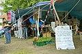 2014-06-02 Sudan Flüchtlinge Protest gegen Abschiebung, Weißekreuzplatz Hannover, (05) Liste mit Shops für gratis Essen - Food for free ...jpg