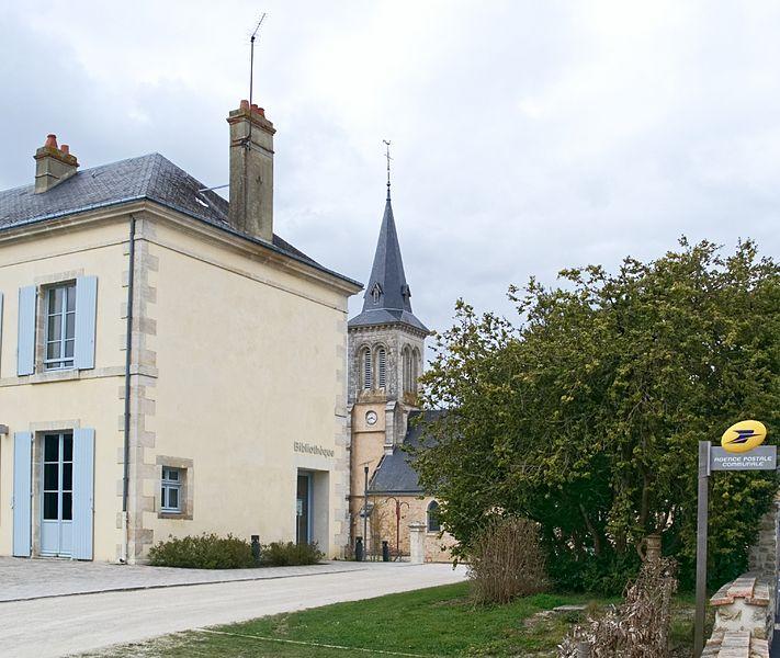 La Fresnaye-sur-Chédouet; Villeneuve-en-Perseigne; Sarthe; France; église; mairie;