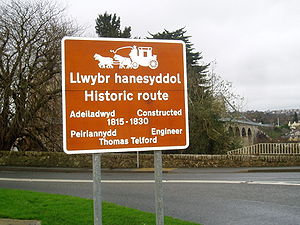Road signs in Wales - A Welsh-English bilingual sign on the A5 road in North Wales