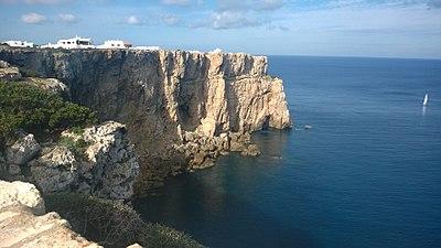 Acantilado en Cala Morell.jpg