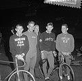 Achtervolgingsploeg voor wielerkampioenschappen, Koel, Groen, Derksen, Schuring, Bestanddeelnr 916-7636.jpg