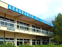 L'esterno dell'aeroporto di Taranto