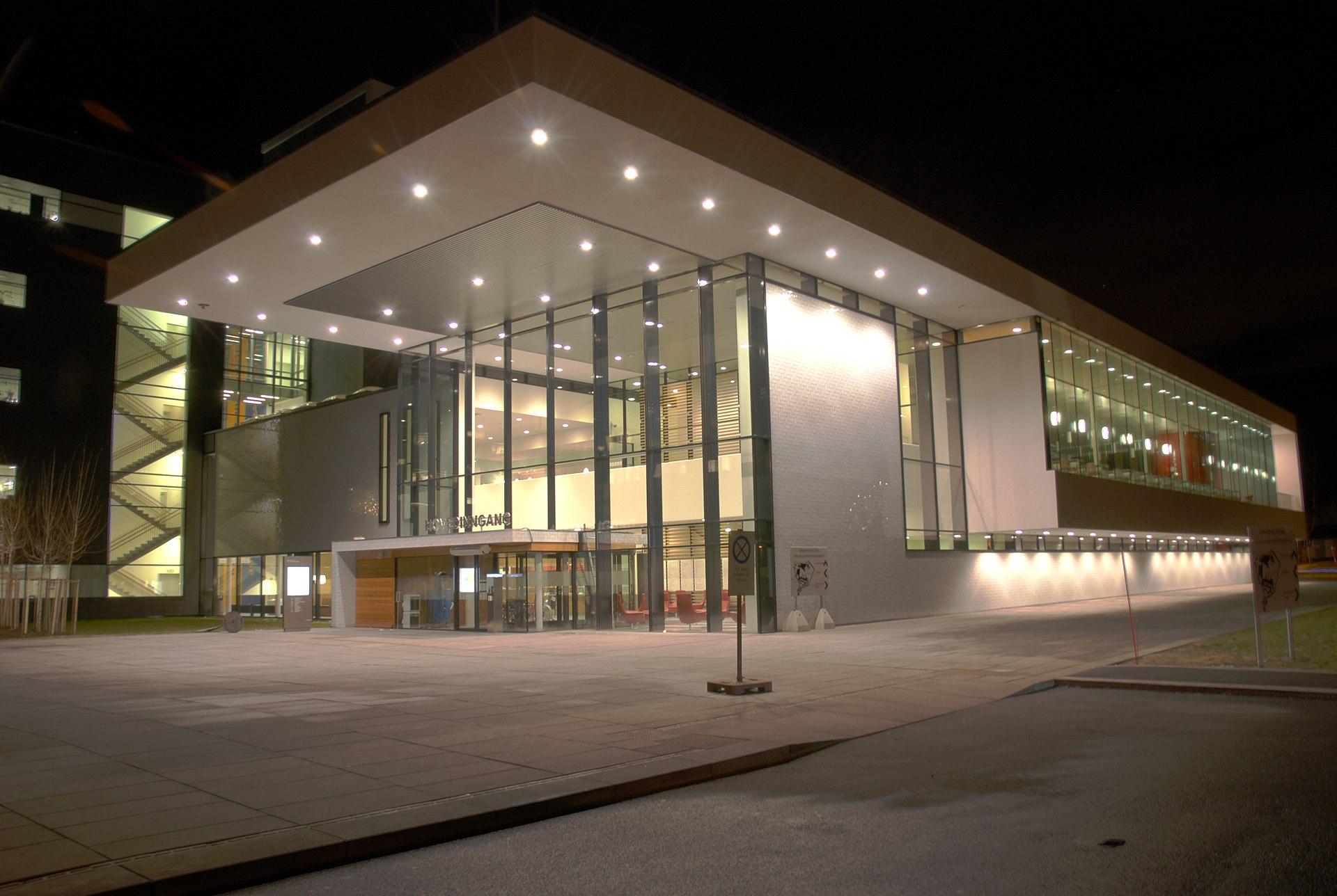 Akershus universitetssykehus wikipedia for Modern hospital building design