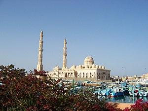 Blick von der Marina auf die Moschee
