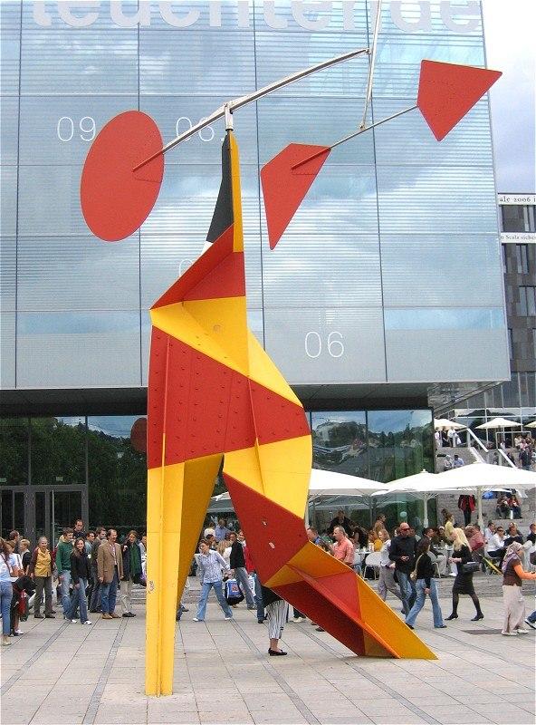 Alexander Calder Crinkly avec disc Rouge 1973-1