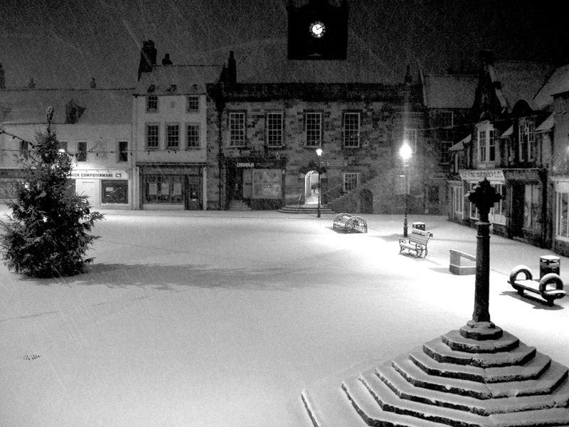 Alnwick marketplace - snow - night