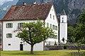 Alter Pfarrhof und Kirchturm in Balzers.jpg