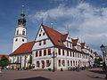 Altes Rathaus u Stadtkirche.JPG