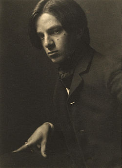 Alvin Langdon Coburn self-portrait, 1905.jpg