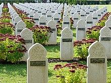Cicatrices de guerre 14-18 220px-Amiens_St_Acheul_Carr%C3%A9_musulman_de_la_n%C3%A9cropole_nationale