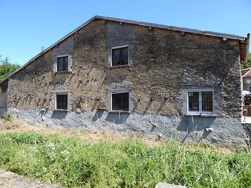 Ancien moulin sur l'Aroffe au centre de Gémonville en Meurthe-et-Moselle.