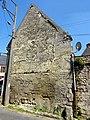 Angy (60), maison du XIIIe siècle, mur pignon sur la rue de l'Église.jpg