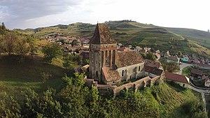 Brateiu - Image: Ansamblul bisericii fortificate vedere aeriana 1