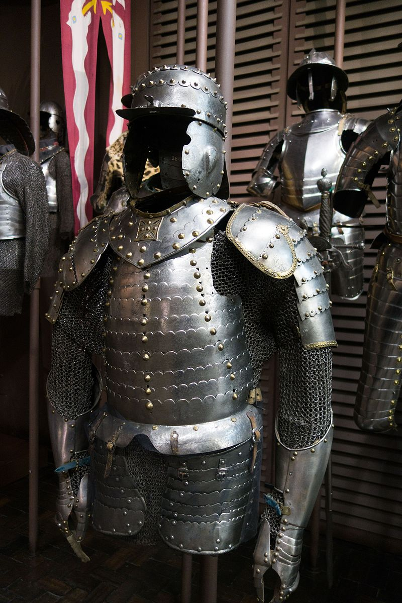 Armour with chain mail (29849299852).jpg
