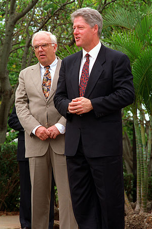 Les Aspin - Les Alpin and President Clinton in at Admiral's Landing as they prepare to visit the USS ''Arizona'' Memorial (July 1993)