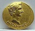 Aureo di augusto, 19-18 ac., forse pergamo.jpg