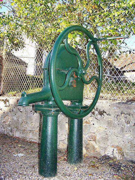 File:Auteuil 78 Pompe à eau.JPG