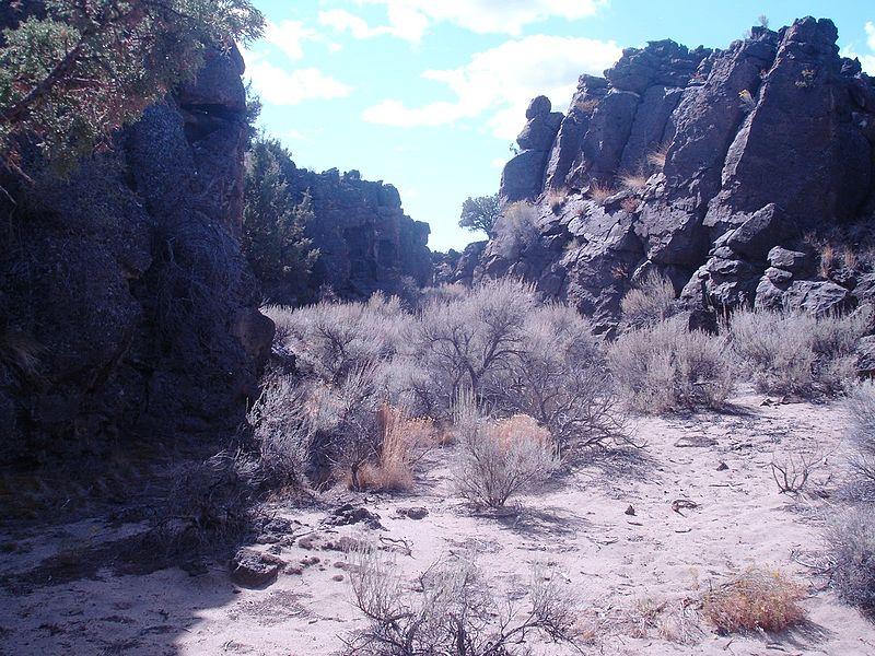 File:Badlands Flatiron-Castle Trail Hike 026 (13986003037).jpg