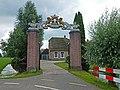 Bakstenen hekpijlers, Oukoopsedijk 8. Reeuwijk. Zuid-Holland.jpg