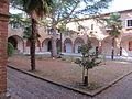 Basilica dell'osservanza, chiostro 01.JPG