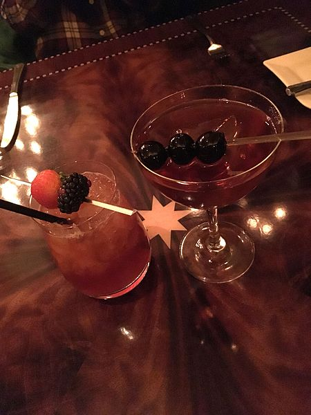 File:Beverages at Carthay Circle (27194585944).jpg