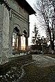 Biserica din doicesti vedere din lateral spate.jpg