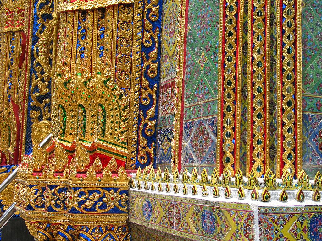 Détails de la décoration du temple de Wat Rajabophit dans le quartier de Phra Nakhon à Bangkok - Photo de Hdamm