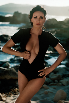 Bleona Qereti's Ibiza photo shoot by Vincent Peters (02).png