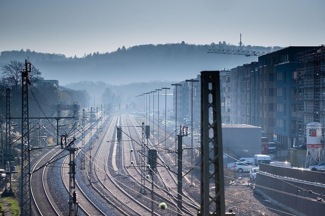 Blick auf den alten Güterbahnhof in Tübingen.jpg
