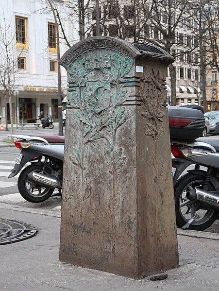 Fichier:Boîte à sable, place de la Reine-Astrid, Paris 8e.jpg