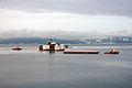 Boa Barge 41 fraktes til Pir II (3081799899).jpg