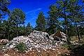 Bories en ruines à Saint-Saturnin-d'Apt sur les flancs du Cluyer.jpg