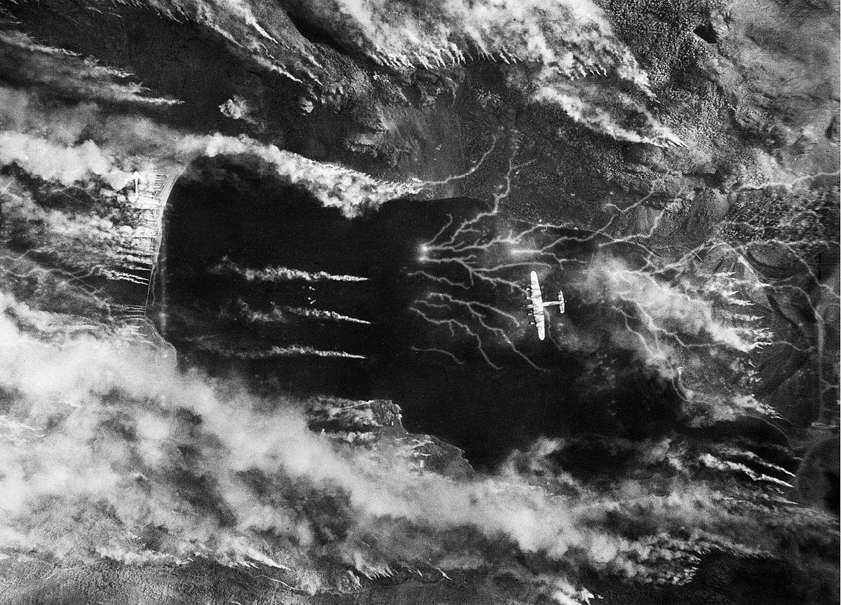 Купол Эльфо - ракетная база после удара сейсмических 5-тонных бомб