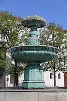 Brunnen am Geschwister-Scholl-Platz-7.jpg