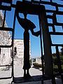 Budai Várnegyed, Emberalak, a Nyugati zárt udvar és a Buzogány-torony udvara közötti kapun.JPG