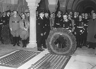 Henry the Fowler - Himmler at Henry's grave, 1938
