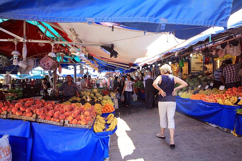 Турецкие рынки будут работать по субботам, торгуя только овощами и фруктами