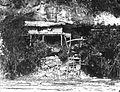 COLLECTIE TROPENMUSEUM Een grotwoning langs de rotsen aan het strand bij Bira TMnr 60028774.jpg