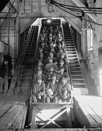 Calumet and Hecla Mining Company - Calumet and Hecla Mine shaft No. 2, c. 1906