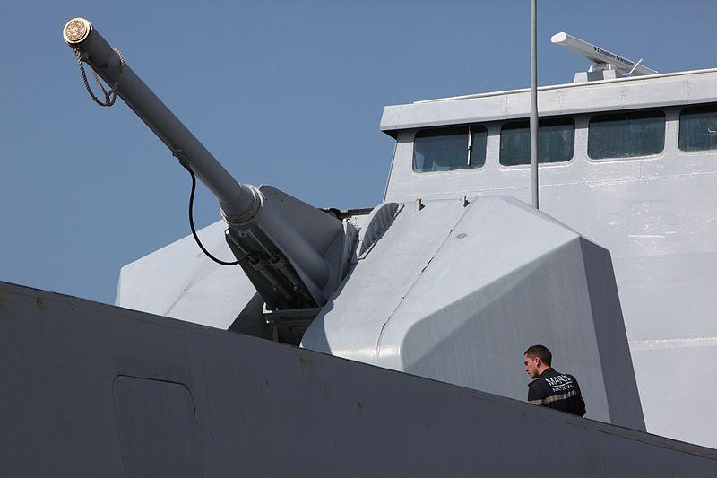 الفرقاطة الفرنسية La Fayette 800px-Canon_100mm-Surcouf-IMG_5916