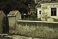 Casa Bakó, zid exterior cu poartă și vedere înspre curte, Septembrie 2019.jpg