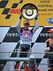 Stoner festeggia la vittoria del secondo titolo mondiale nel 2011.